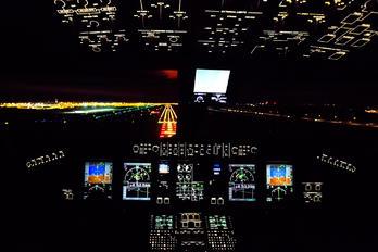 - -  Embraer ERJ-190 (190-100)