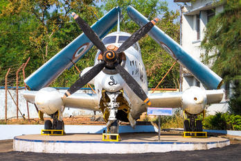 - - India - Navy Breguet 1050 Alizé