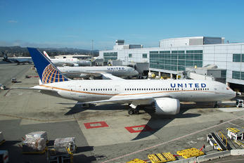 N26902 - United Airlines Boeing 787-8 Dreamliner