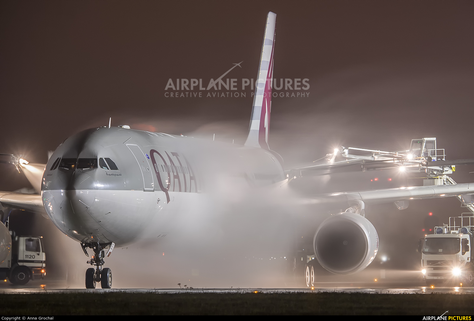 Qatar Airways A7-AEE aircraft at Warsaw - Frederic Chopin