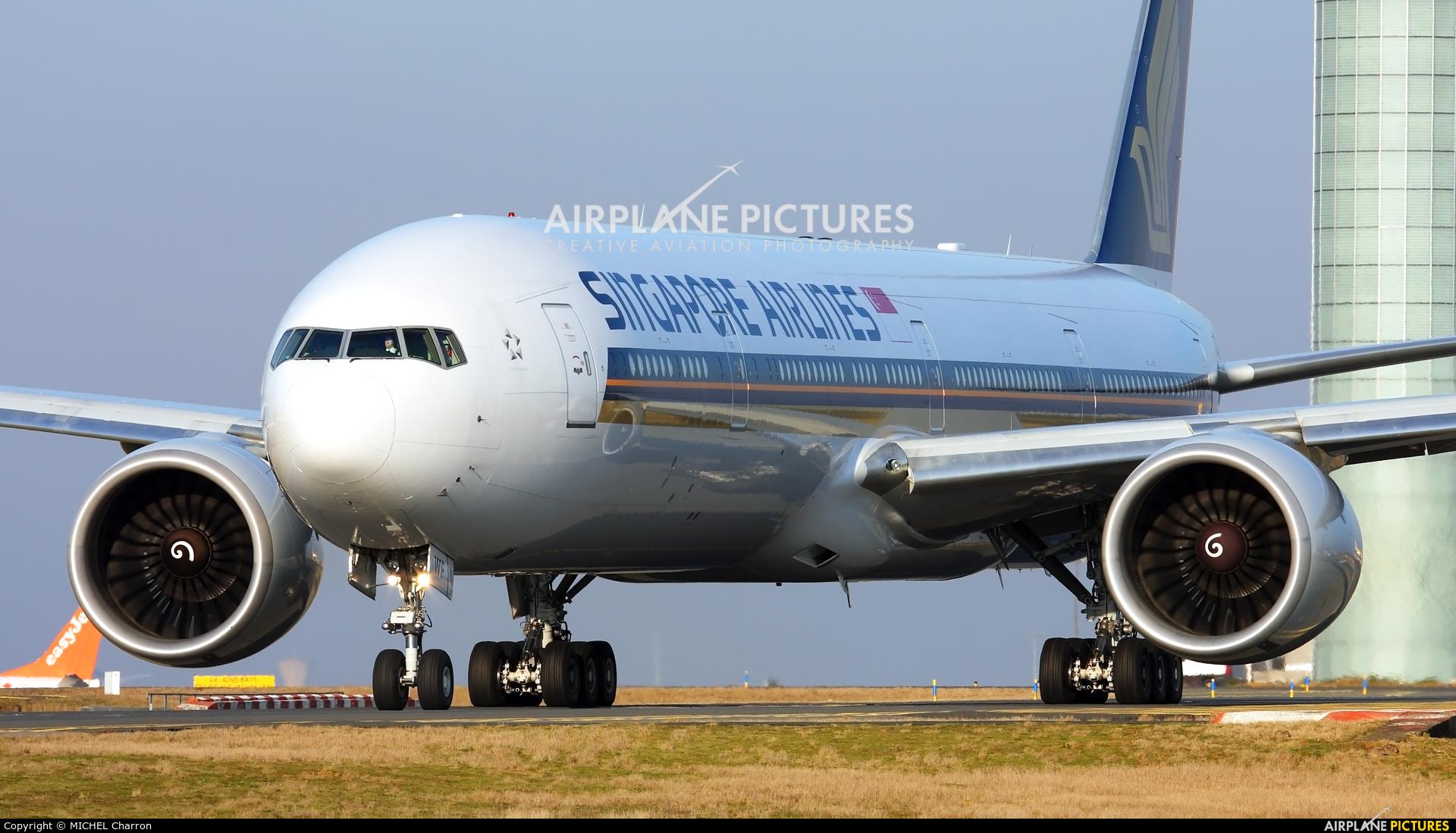 Singapore Airlines 9V-SWF aircraft at Paris - Charles de Gaulle