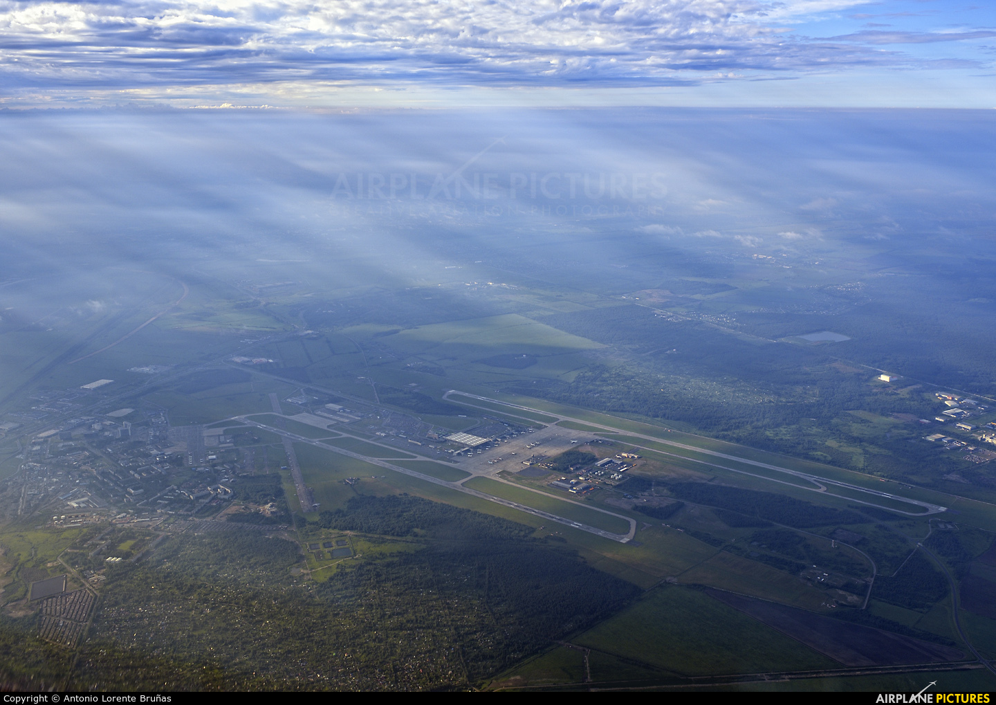 - Airport Overview - aircraft at St. Petersburg - Pulkovo
