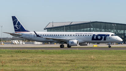 SP-LNF - LOT - Polish Airlines Embraer ERJ-195 (190-200)