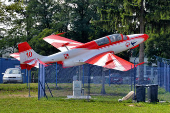 10 - Poland - Air Force: White & Red Iskras PZL TS-11 Iskra