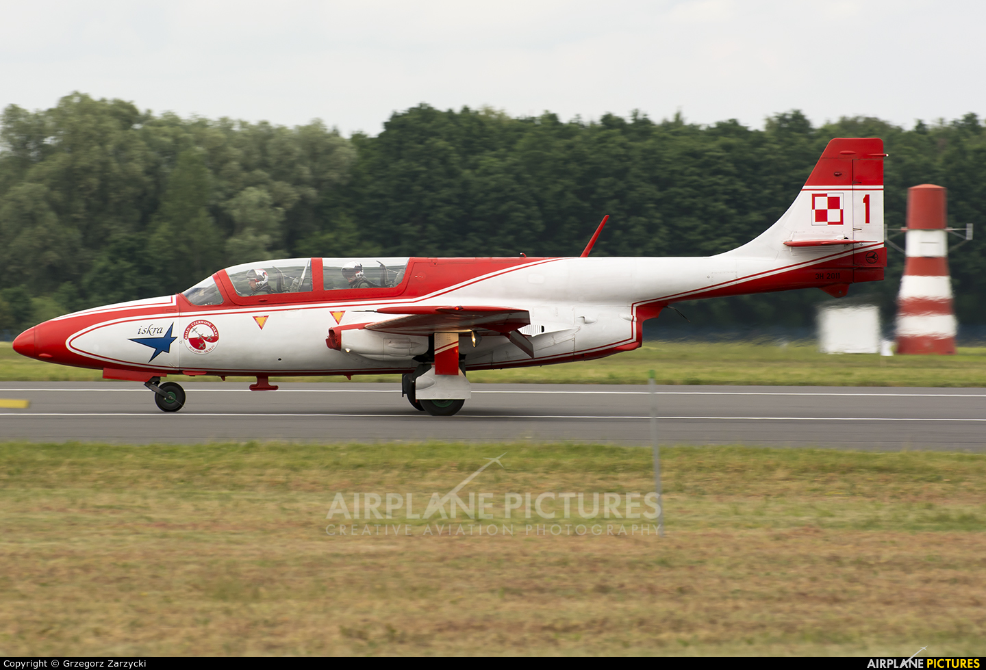 Poland - Air Force: White & Red Iskras 1 aircraft at Dęblin