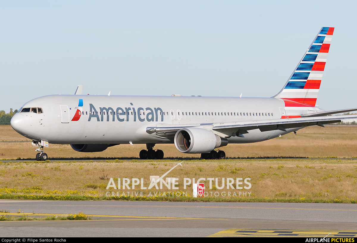 American Airlines N399AN aircraft at Paris - Charles de Gaulle