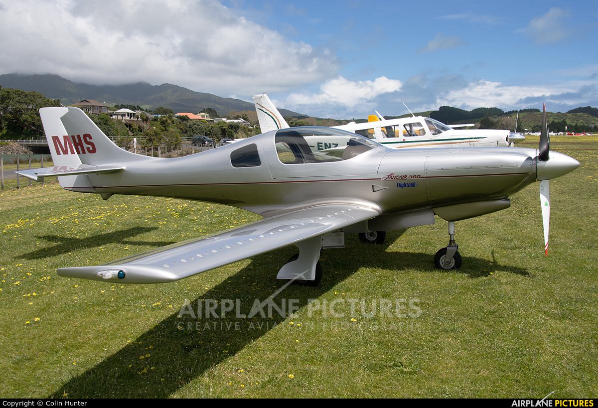 Private ZK-MHS aircraft at Raglan