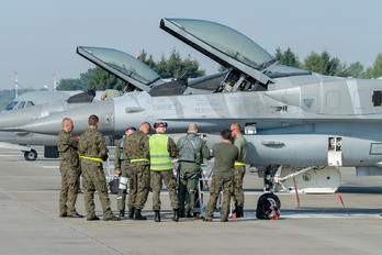 4056 - Poland - Air Force - Airport Overview - People, Pilot