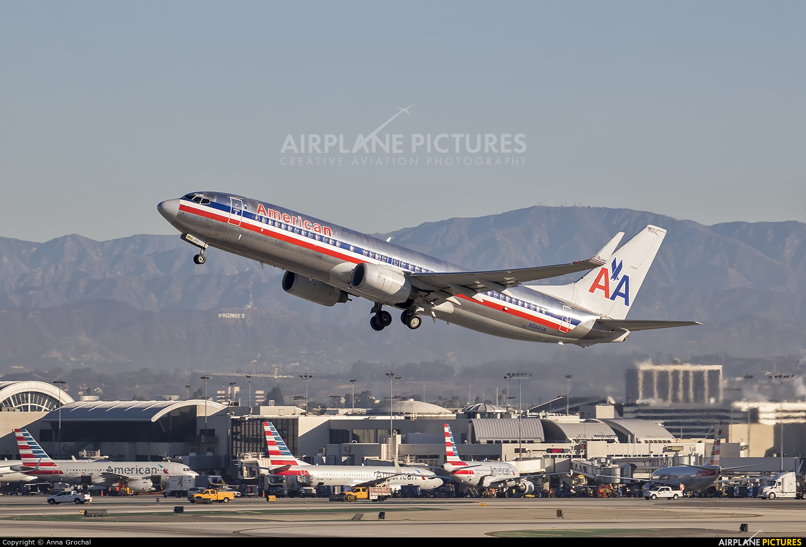 American Airlines N944AN aircraft at Los Angeles Intl