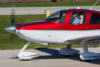 D-EYCD - Private Cirrus SR22
