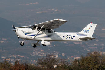 I-STDI - Private Cessna 172 Skyhawk (all models except RG)