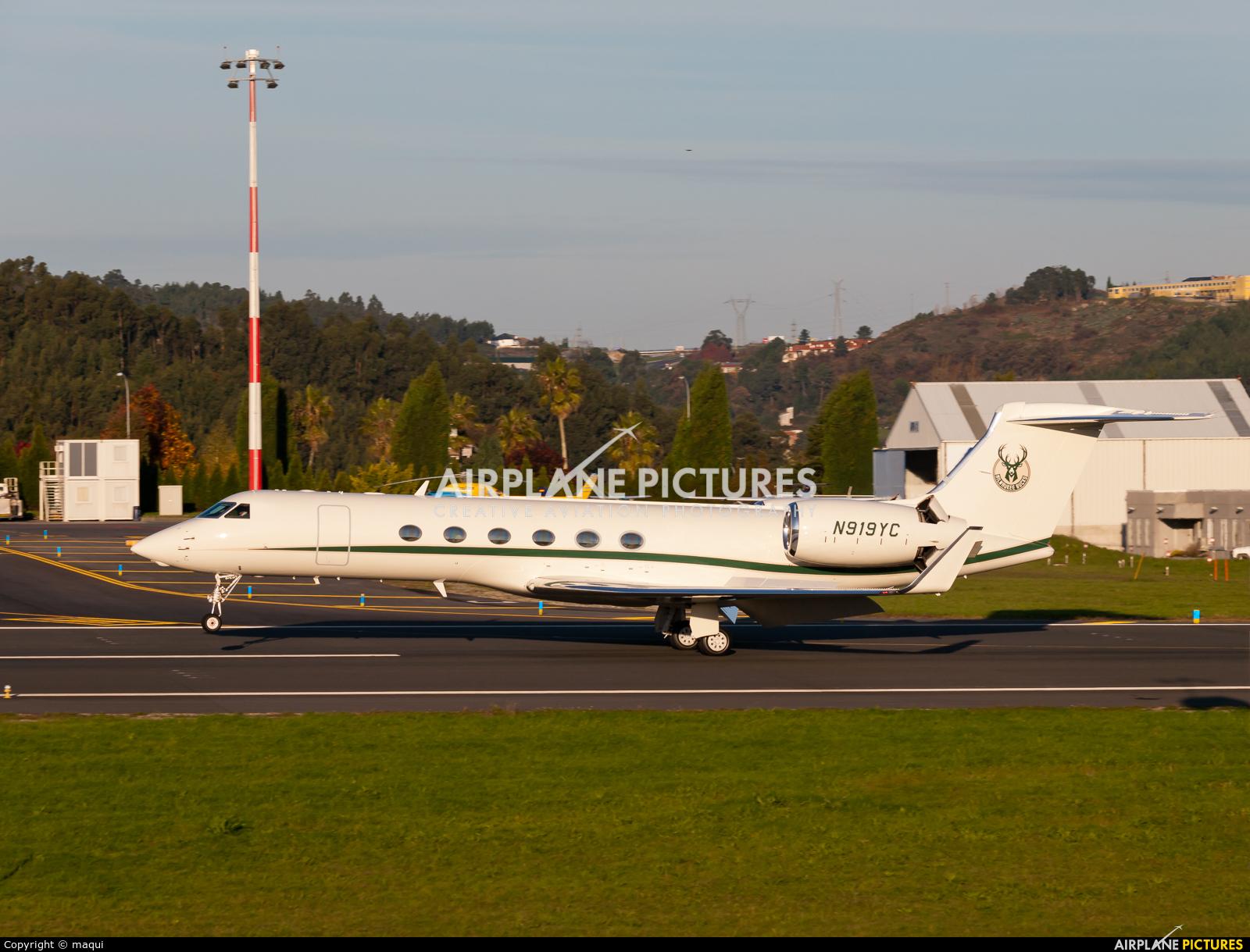 Private N919YC aircraft at La Coruña