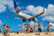 N16703 - United Airlines Boeing 737-700 aircraft