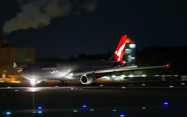 VH-QPF - QANTAS Airbus A330-300
