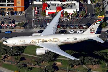 A6-LRB - Etihad Airways Boeing 777-200LR