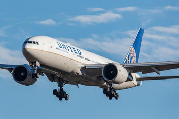 N78002 - United Airlines Boeing 777-200ER