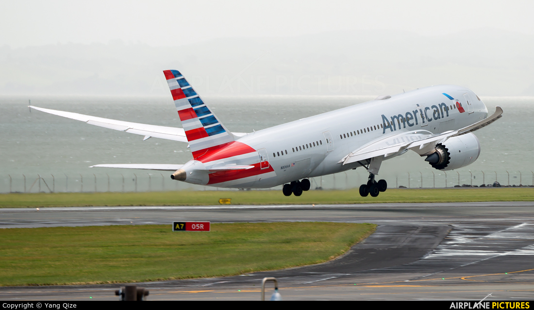 American Airlines N806AA aircraft at Auckland Intl