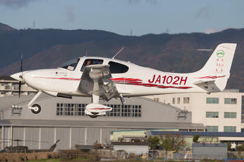 JA102H - Private Cirrus SR20