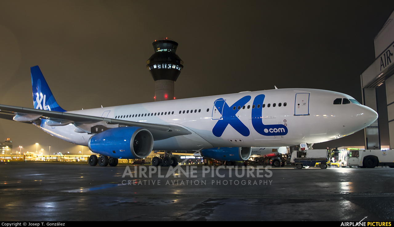 F gseu xl airways france airbus a330 200 at manchester for Airbus a330 xl airways interieur