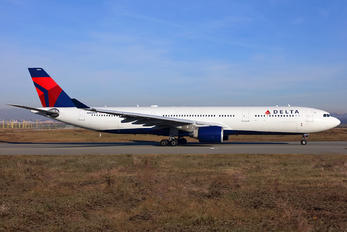 N802NW - Delta Air Lines Airbus A330-300