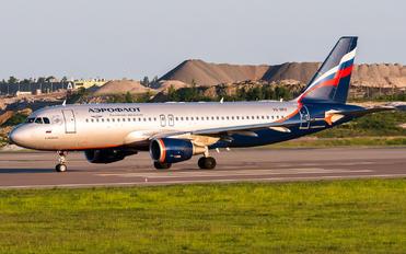 VQ-BKU - Aeroflot Airbus A320