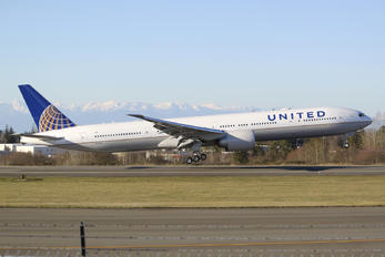 N2331U - United Airlines Boeing 777-300ER