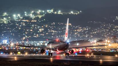 JA322J - JAL - Japan Airlines Boeing 737-800