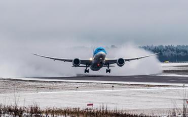 G-TUIG - TUI Airlines UK Boeing 787-8 Dreamliner