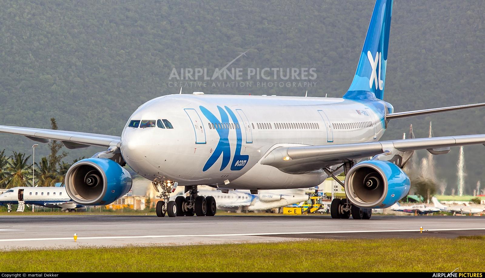F grsq xl airways france airbus a330 200 at sint maarten for Airbus a330 xl airways interieur