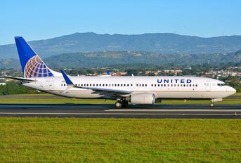 N76523 - United Airlines Boeing 737-800
