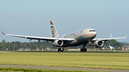 A6-EYQ - Etihad Airways Airbus A330-200