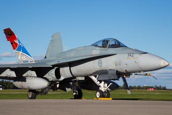 188742 - Canada - Air Force McDonnell Douglas CF-188A Hornet