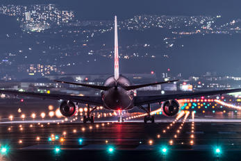 - - JAL - Japan Airlines Boeing 767-300