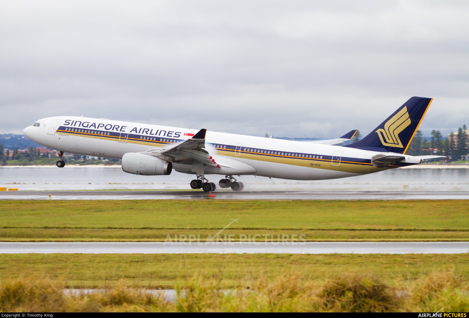 Singapore Airlines 9V-STU aircraft at Sydney - Kingsford Smith Intl, NSW