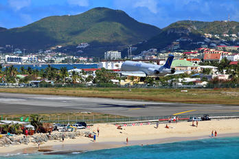PJ-MDD - Insel Air McDonnell Douglas MD-82