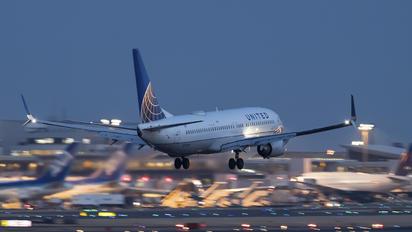 N73299 - United Airlines Boeing 737-800