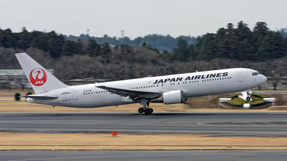 JA605A - JAL - Japan Airlines Boeing 767-300ER