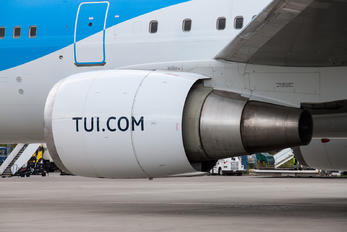 PH-OYI - TUIfly - Airport Overview - Aircraft Detail