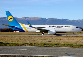 UR-PSU - Ukraine International Airlines Boeing 737-8AS