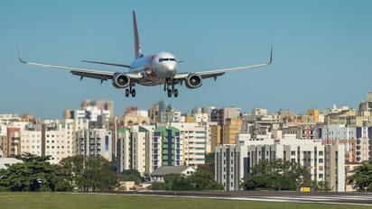 PR-GEK - GOL Transportes Aéreos  Boeing 737-700