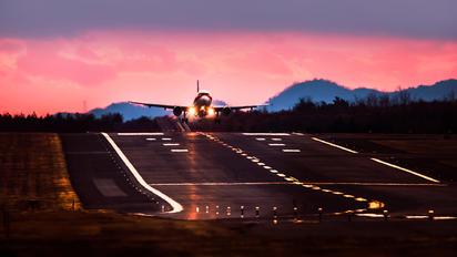 - - Hong Kong Airlines Airbus A319