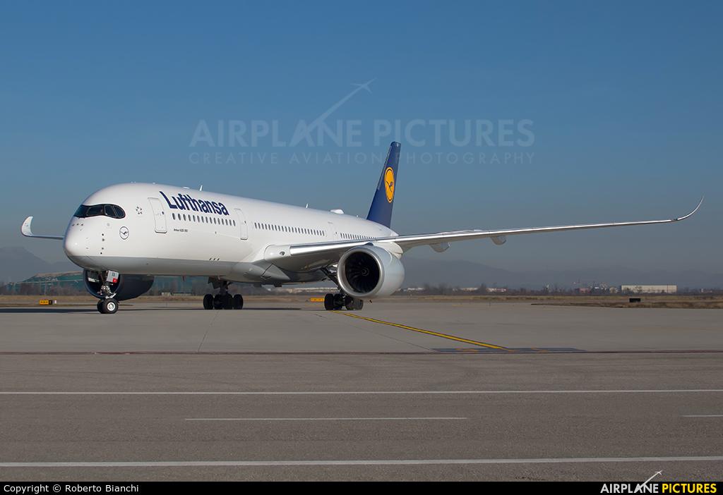 Lufthansa D-AIXA aircraft at Brescia - Montichiari
