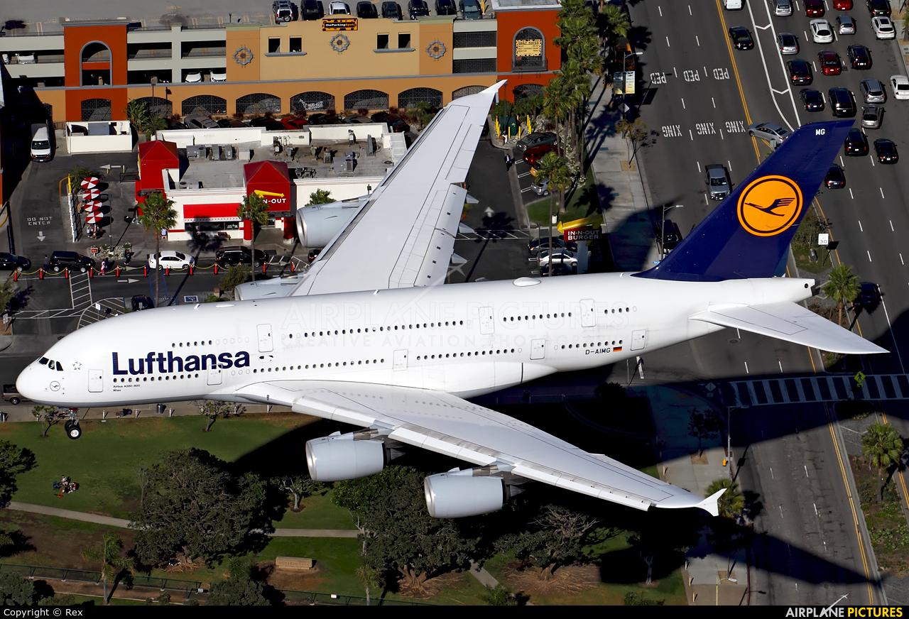 Lufthansa D-AIMG aircraft at Los Angeles Intl