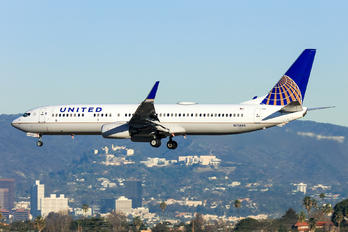 N72405 - United Airlines Boeing 737-900