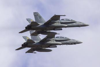 164674 - USA - Marine Corps McDonnell Douglas F/A-18D Hornet
