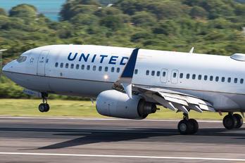 N11206 - United Airlines Boeing 737-800