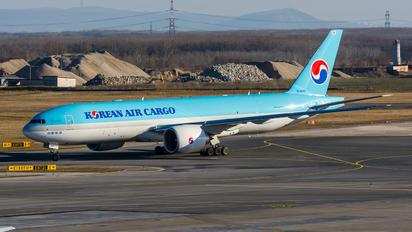 HL8043 - Korean Air Cargo Boeing 777F
