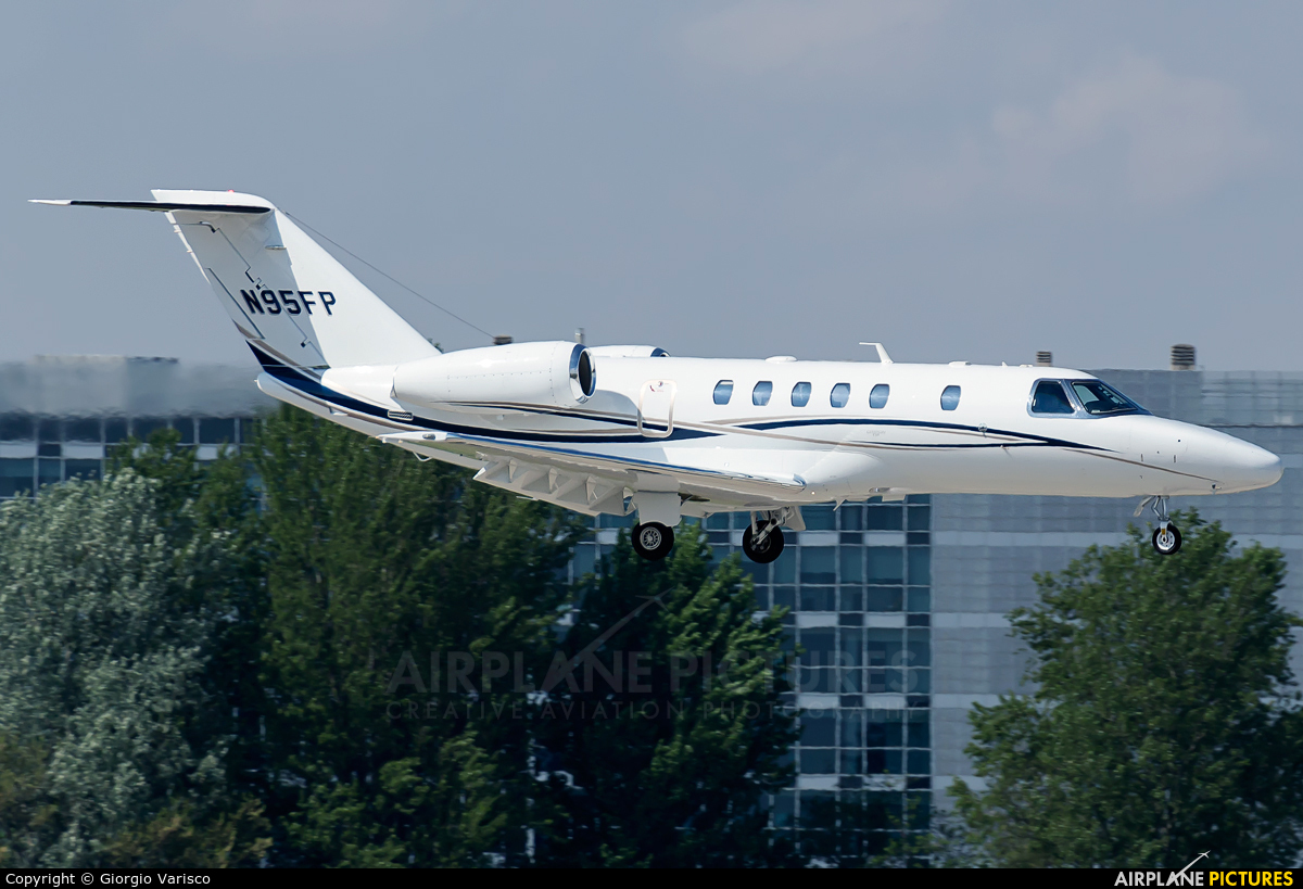 Private N95FP aircraft at Milan - Linate