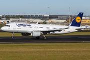 Lufthansa D-AIUC image