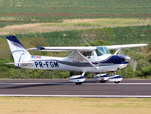 PR-FGM - Fly Eagle Escola de Aviação Cessna 152
